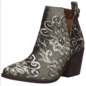 Gray Embroidered V Split Heeled Ankle Bootie